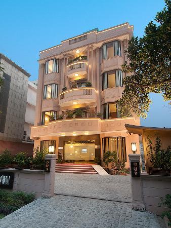 Aagami Hotel: Check Inn Hotel, Exterior Facade