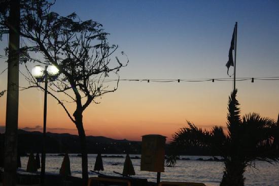 هوتل داناوس: A Lovely Sunset
