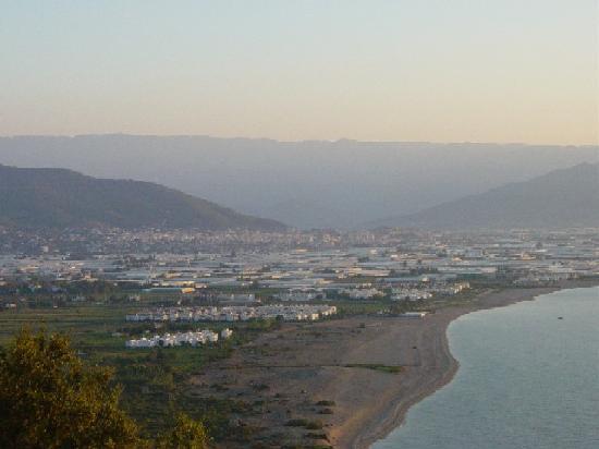 Turki: anamur und Taurusgebirge im Hintergrund