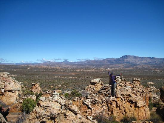 Kagga Kamma Nature Reserve: rocks behind bar
