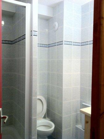 Residence la Turra: the bathroom of a 4 stars resort :(