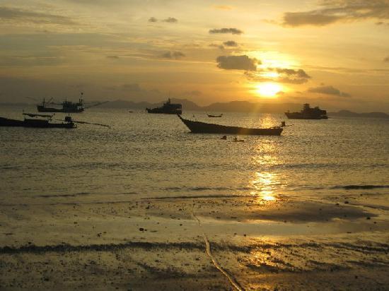 Coco Nori @ Sea Resort: beach near the hotel