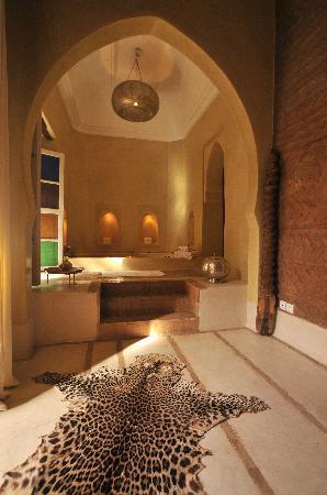 AnaYela: Bad in einem der untzerschiedlichen Zimmer