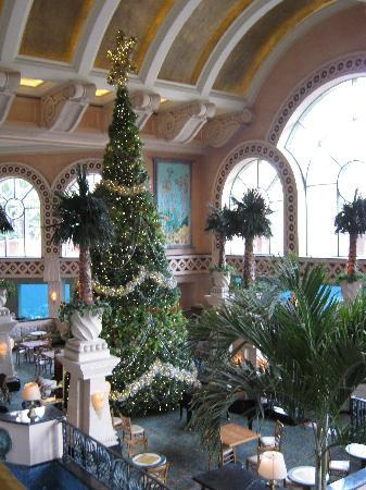 Atlantis Beach Tower, Autograph Collection: Christmas Decorations at the Royal Tower
