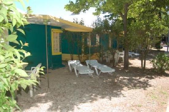 Camping Intercommunal de la Durance: Bungalow toilée