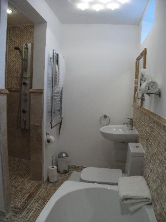 Grinzing Lodge: Chardonnay Bathroom