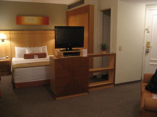 Quality Suites Oscar Freire: Spacious room!