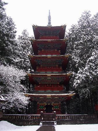 Никко, Япония: Pagode à 5 étages sous la neige