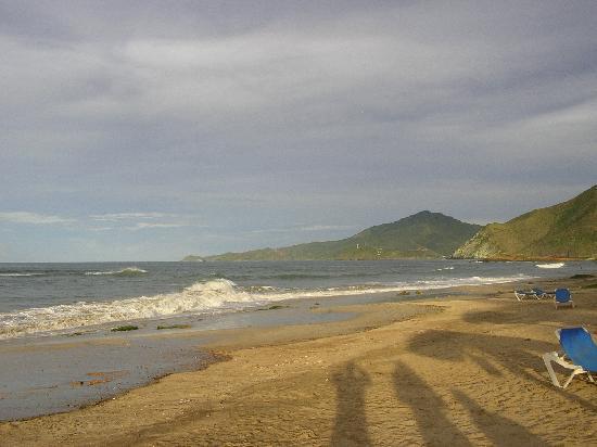 Costa Caribe Beach Hotel & Resort: Vue de la plage