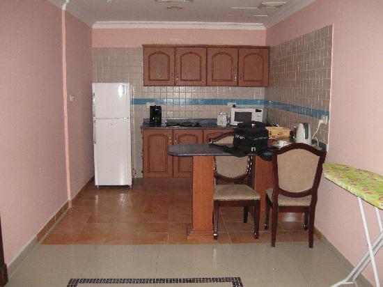 Fareeda Palace Apartments: Kitchenette