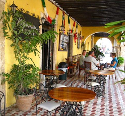La Cantina Restaurante y Bar: Los Portales