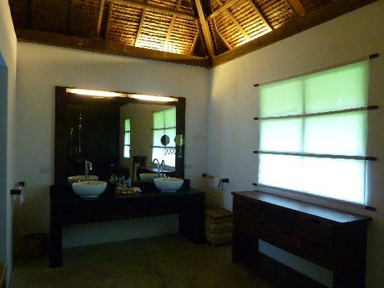 Kalinaw Resort: salle de bain design