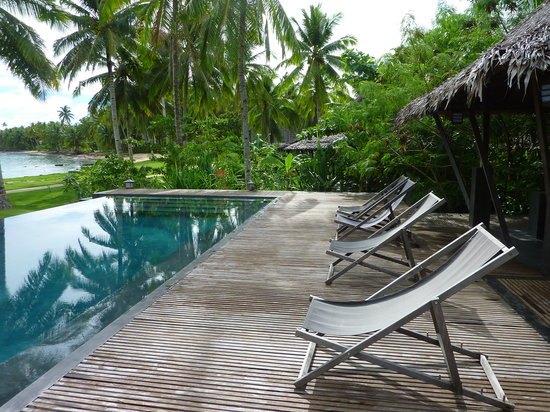 Kalinaw Resort: piscine et jardin tropical