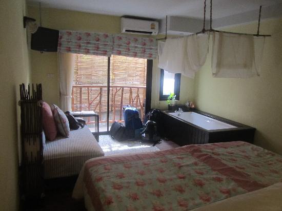 Phra Nang Inn: weird bedroom layout