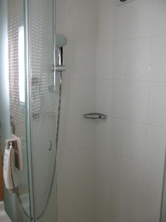 Ibis Lyon Part Dieu Les Halles : douche