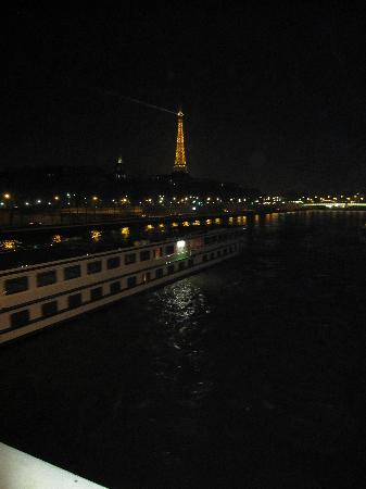 Le Bristol Paris : An evening walk from the Le Bristol to La Seine for a view of the Eiffel Tower