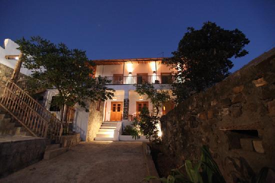 Sao Filipe, Cape Verde: Casa am Abend Innenhof