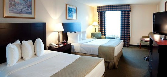 The Milton Hotel: Newly renovated two double bed room