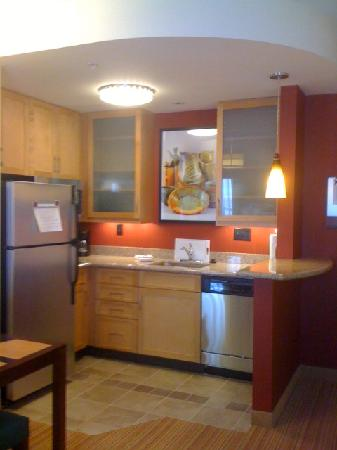 Residence Inn Helena: Kitchen area