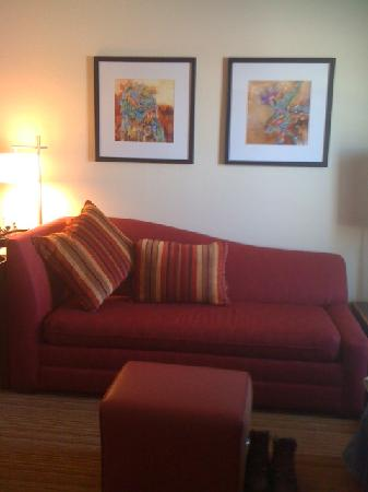 Residence Inn Helena: Living area with sofa bed, chair, ottoman