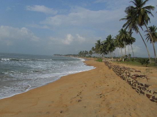 Elmina Bay Resort: this beach is 30 seconds from the rooms