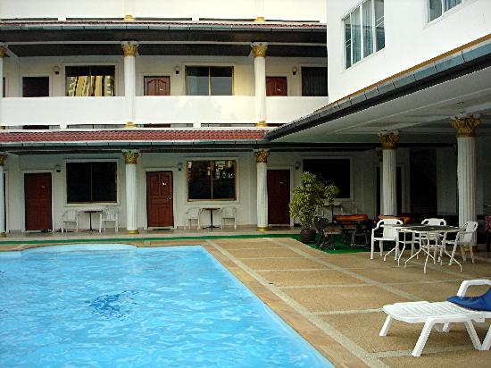 KN Guest House : Pool