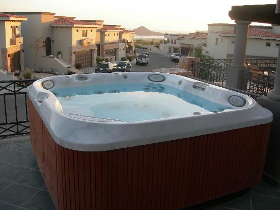 Ventanas Hotel & Residences: Jacuzzi in the terrace