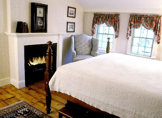 Griswold Inn: Superior Suite - Room 38 - Bedroom