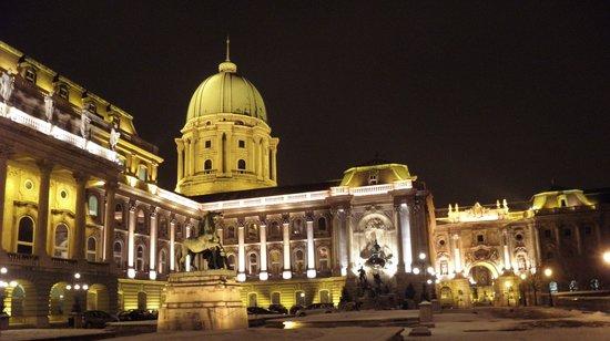 Budapest-sensations : Le palais royal la nuit