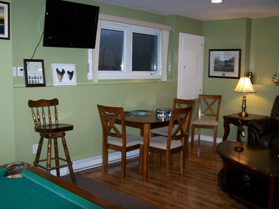 Eastern Passage Bed & Breakfast : Game table.