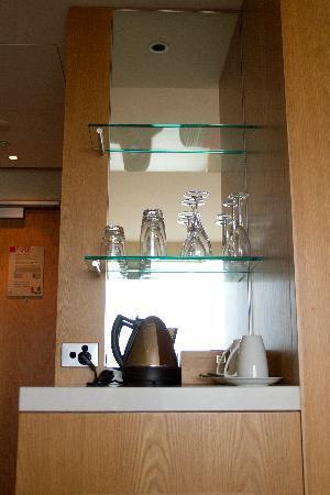 SKYCITY Grand Hotel: kitchenette