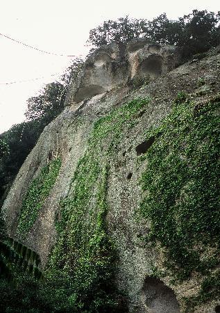 Kumano, Japan: 御神体は高さ45mの一枚岩