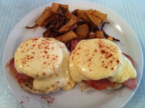 Frankie's Kitchen : eggs Benedict