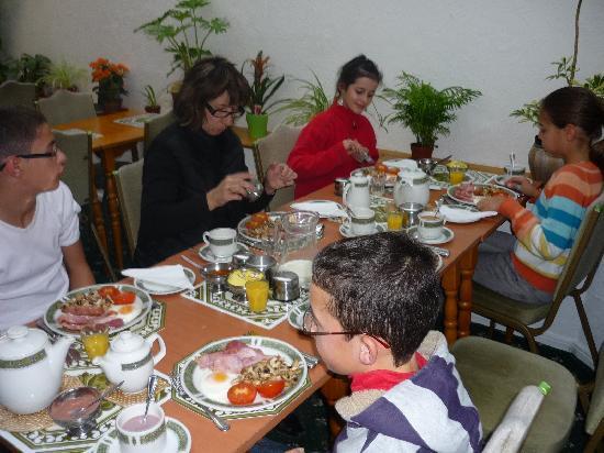 Hamilton House Bed and Breakfast: Le petit déjeuner et la salle