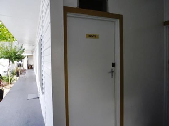 Artnor Lodge : 共同トイレはここまで外を歩いて行く