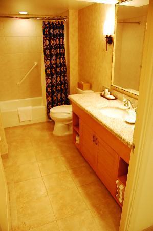 Embassy Suites by Hilton Waikiki Beach Walk: very spacious bathroom lots of storage space