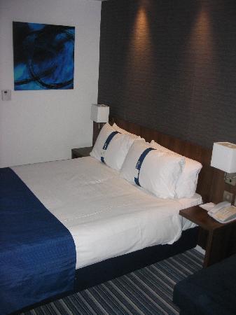 Holiday Inn Express Cambridge Duxford M11 Jct 10: The Room