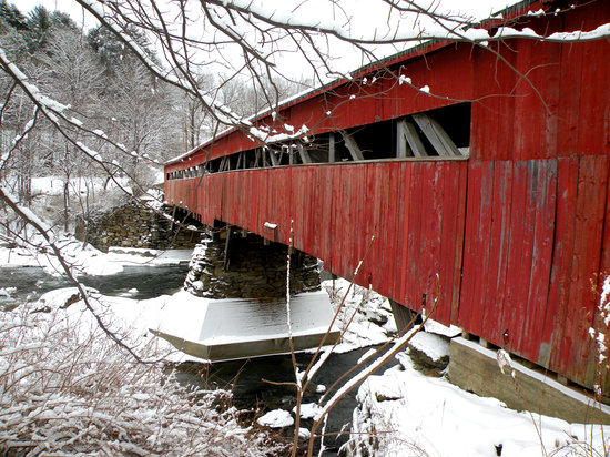 Woodstock, VT: Taftsville Covered Bridge over the River