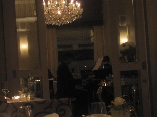 Alden Restaurant: Live Piano