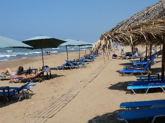 Oasis Hotel : beach kakovathos