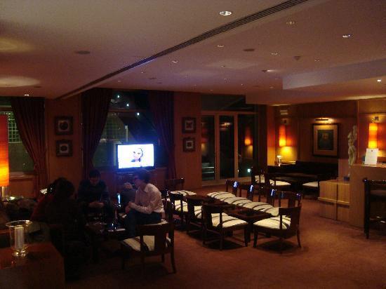 Sala Pequena Con Bar ~ bar  ao lado da sala de espera  Picture of HF Fenix Lisboa, Lisbon