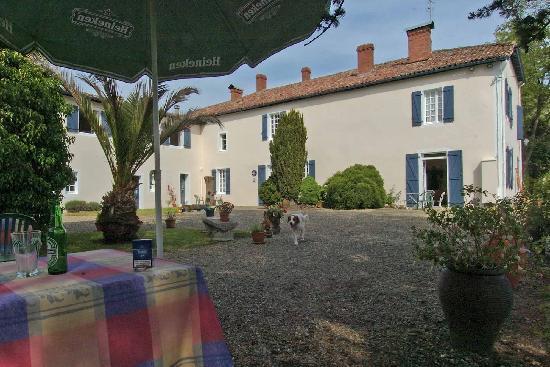 Baigts, Франция: Courtyard