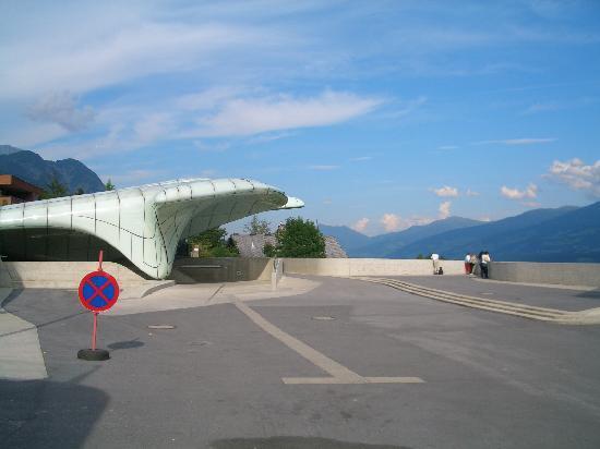 Innsbrucker Nordkettenbahnen: Hungerburgbahn hoch über Innsbruck (Bergstation)