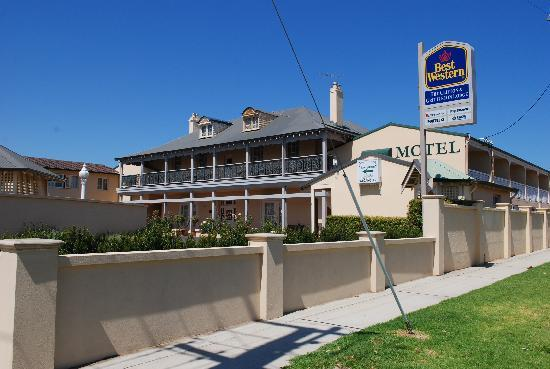 The Clifton & Grittleton Lodge: Motel building