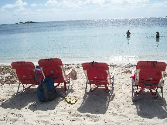 Casa de Amistad: Four chairs in Paradise...