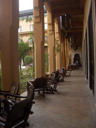 Les Jardins de La Koutoubia : Un couloir de la Cour carré intérieure