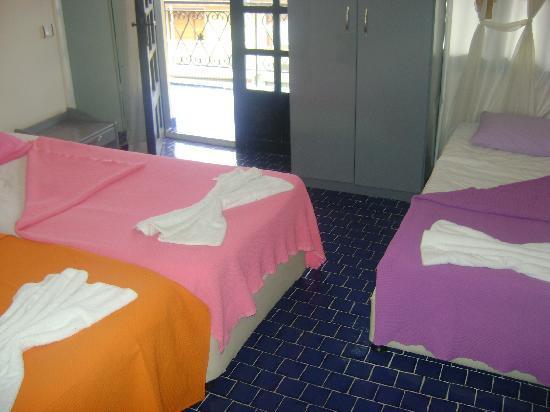 Alika Hotel: Triple Room