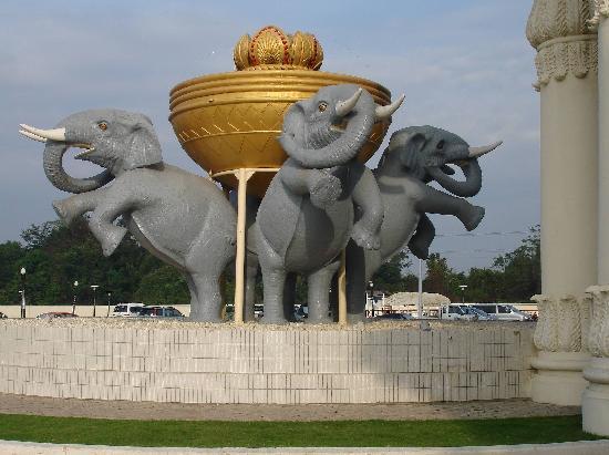 Savan Vegas Hotel & Casino: Elephants