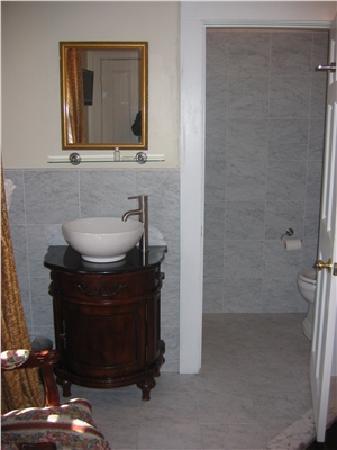 Inn on Bellevue: Inn Queen (Bathroom)