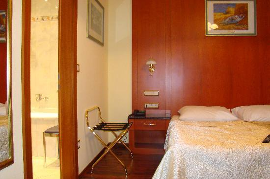 Hotel Pension Corvinus: Double room